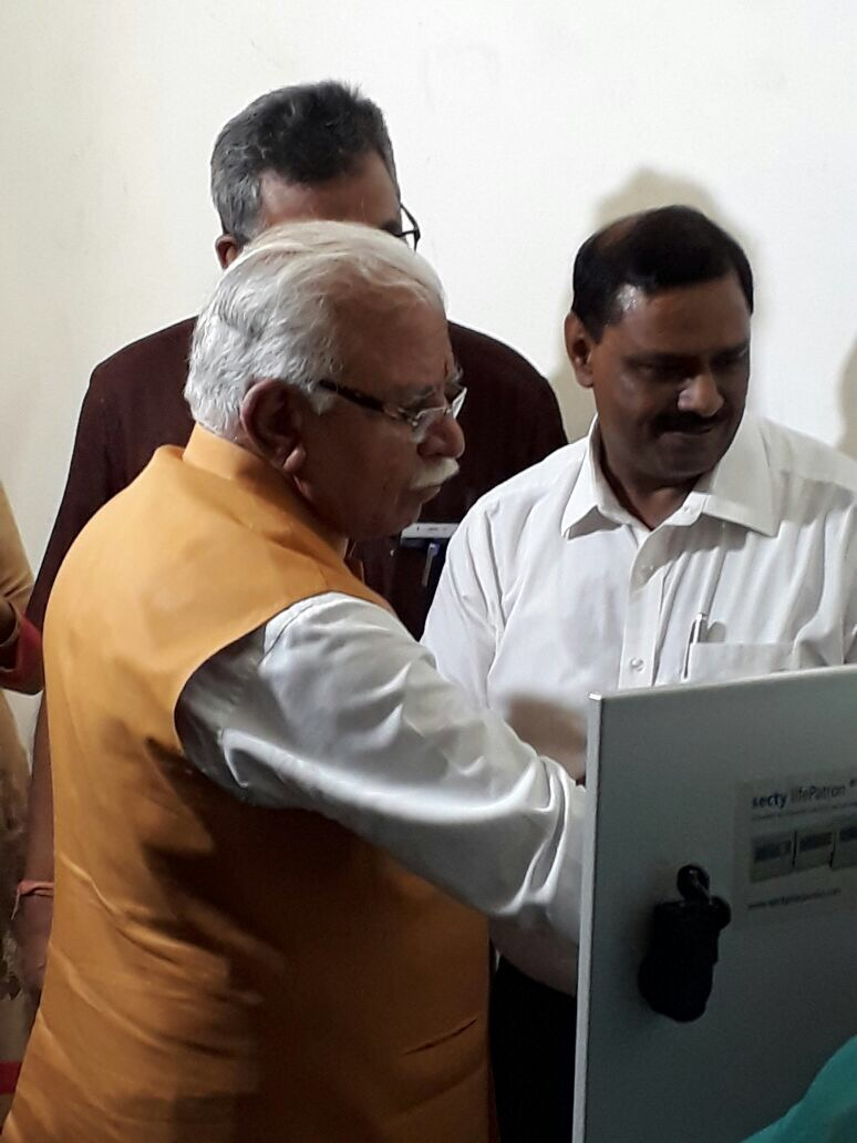 Manohar Lal Khattar, Chief Minister, Haryana triggering test alarm of earthquake onsite early warning system