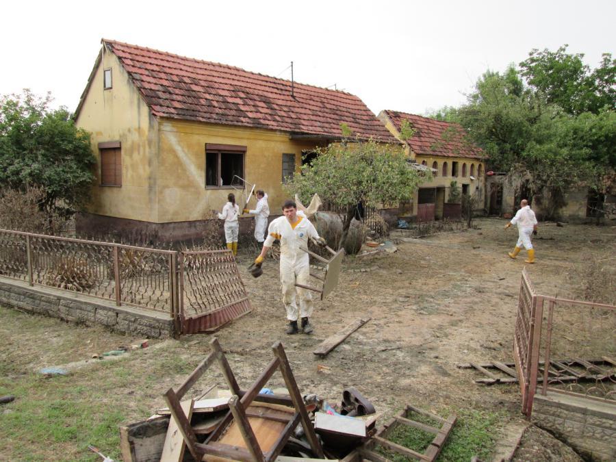 Alles, was in den Häusern war, musste aufgrund der Beschädigung durch das Wasser entsorgt werden.