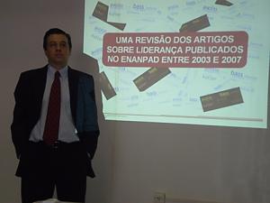 Automotive Quality Expert Eduardo Cassano Correa giving a presentation on his Masters Thesis
